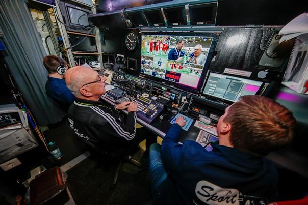 Im eigenen Übertragungswagen können die Livebilder für die Videowall geschnitten werden